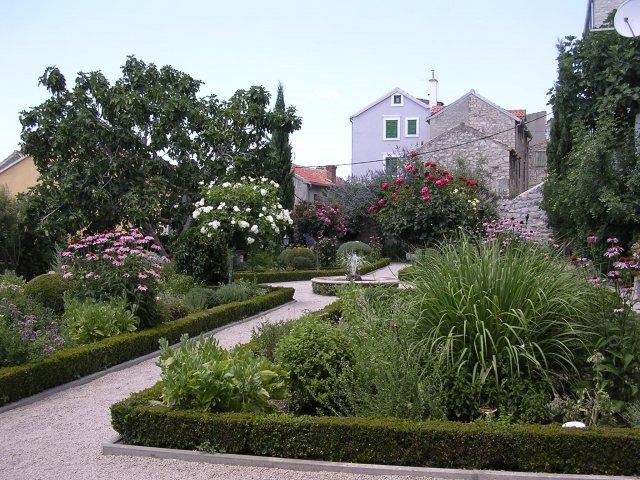 1377073744_franciscan_monastery_garden_at_sibenik.jpg