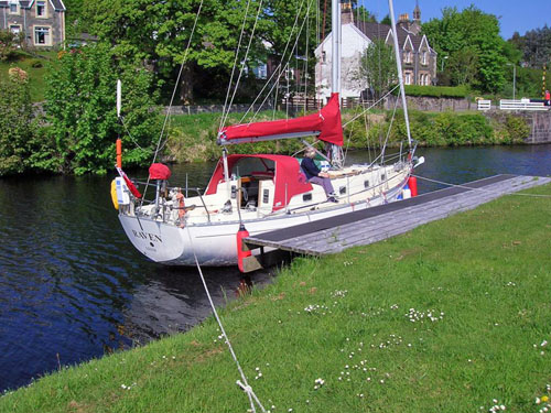 1352215903_raven_in_the_crinan_canal.jpg